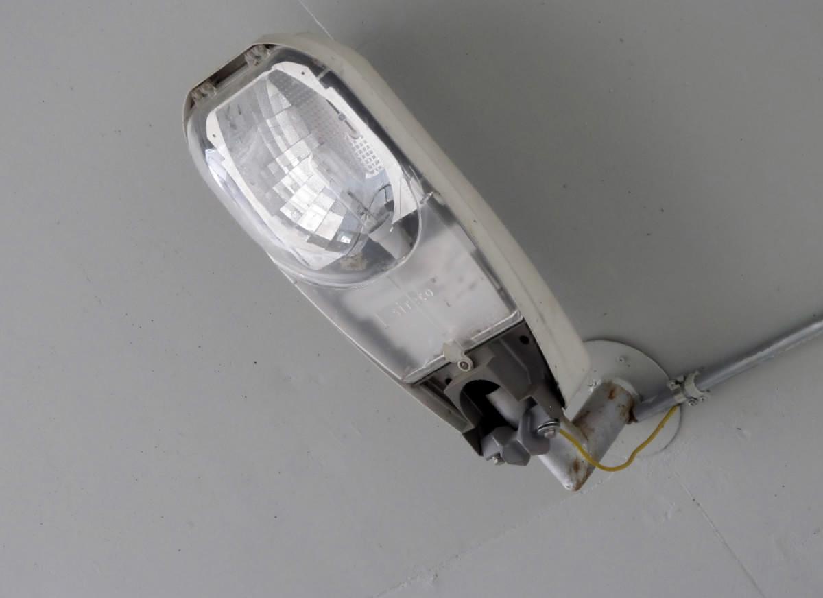 Elektricka lampa verejneho osvetlenia.